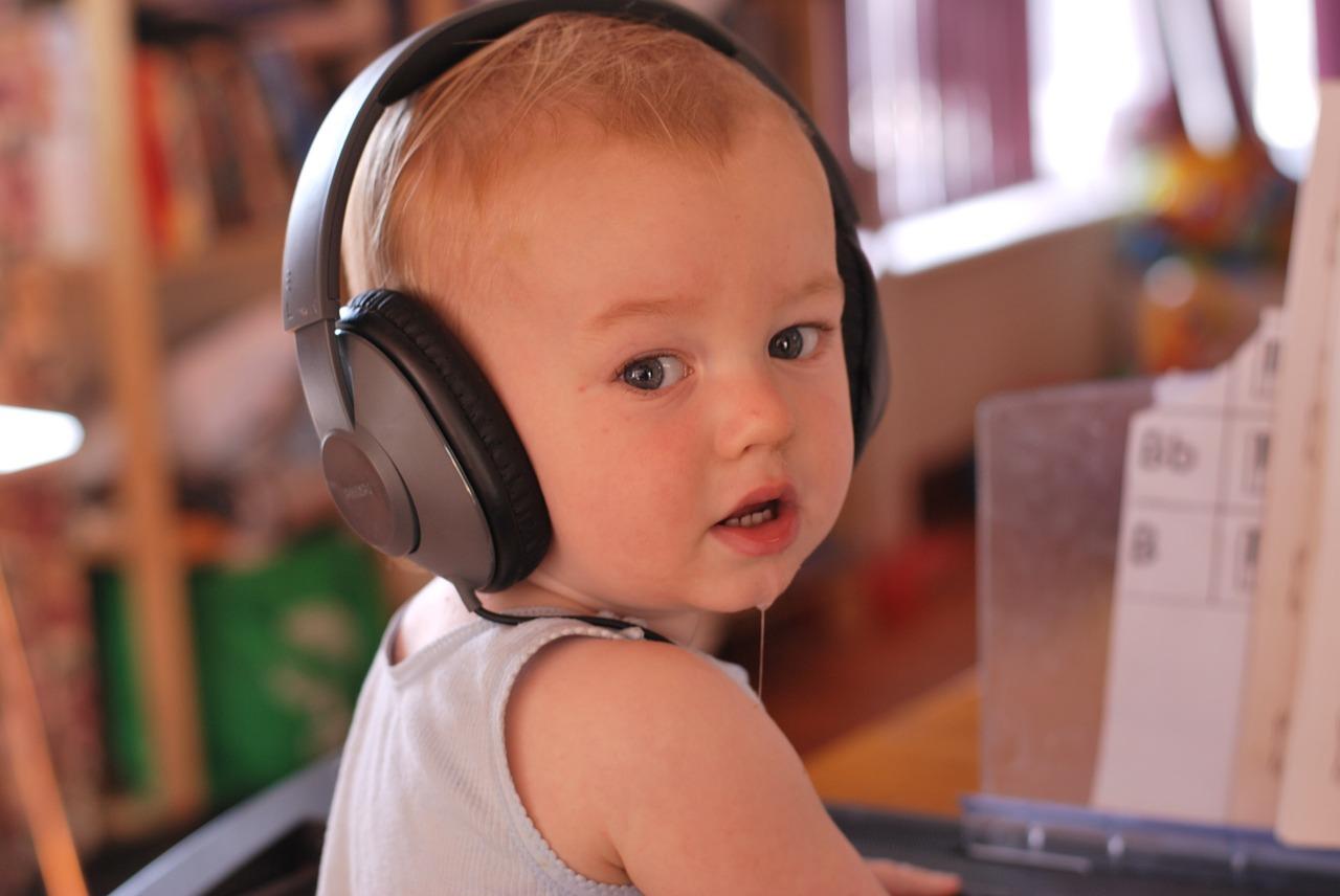 Dlaczego dzieci powinny słuchać muzyki?